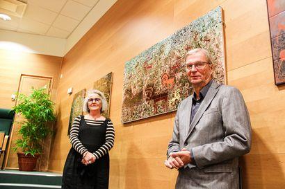 Lappi hyvin esillä kaakelilaattatöissä – Annikki Riekon teoksien pysyvä näyttely avautui Kemin Digipoliksessa