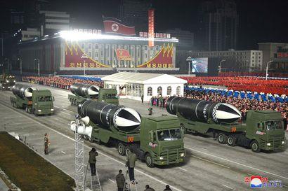 """Pohjois-Korea esitteli uusia sukellusveneestä laukaistavia ballistisia ohjuksia – """"maailman voimakkain ase"""""""