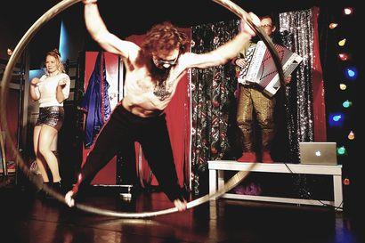 Uuden esitystilan avajaisviikko tarjosi laajan tunnelmien ja taidemuotojen kirjon: Naurua, liikutusta ja magiaa