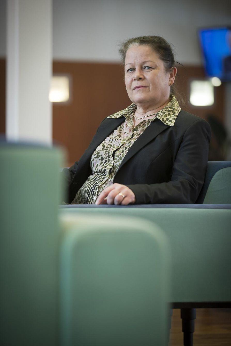 Oulun kaupungin sosiaalijohtaja Arja Heikkisen mielestä yhteistyötä perhehoitajien kanssa on tehty pitkään ja se on sujunut pääsääntöisesti hyvin.