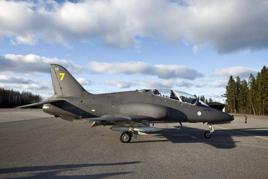 Pelastuslaitoksen mukaan lentäjät käyttivät heittoistuimia.