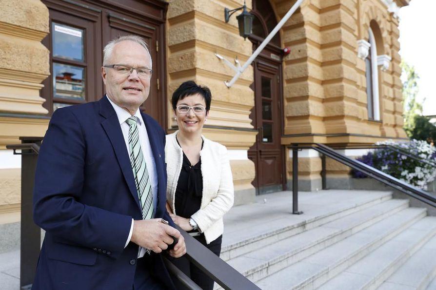 Kyösti Oikarisesta tulee hallituksen puheenjohtaja, kun Riikka Moilanen luopuu ja lähtee Pihlajalinna Oulun toimitusjohtajaksi.