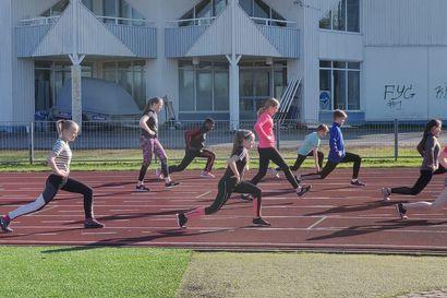 Innostus yleisurheilua kohtaan Kuusamossa on kova – moni jäi vielä jonottamaan, kun ei mahtunut rajoitettuihin osallistujamääriin