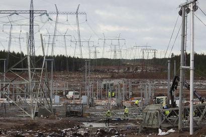 Sähkön suuret valtaväylät risteävät Oulujokilaaksoon rakennettavassa sähköasemassa – jättimäinen muuntaja kuskattiin halki Euroopan Pyhänselkään