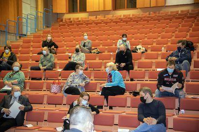 Tyrnävän valtuusto keskusteli Nahkurista, nelostiestä ja liikuntamahdollisuuksista – Perussuomalaisten valtuustoryhmä jätti aloitteen ulkosalibandykaukalosta