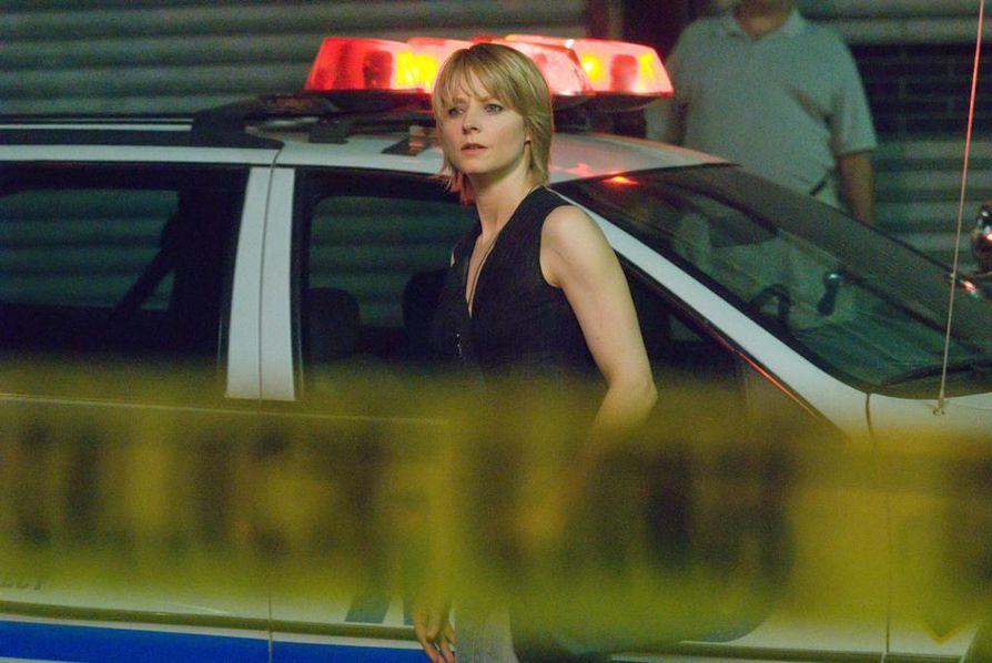 Rikosdraamassa pahoinpidelty radiojuontaja Erica Bainista (Jodie Foster) janoaa kostoa hakkaajilleen.