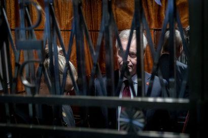 Katse politiikan kulissien taakse – tällaisena Lännen Median valokuvaaja Joel Maisalmi näki kolmen pääministerin, kahden toimitusministeristön ja kaksien vaalien hullun vuoden 2019