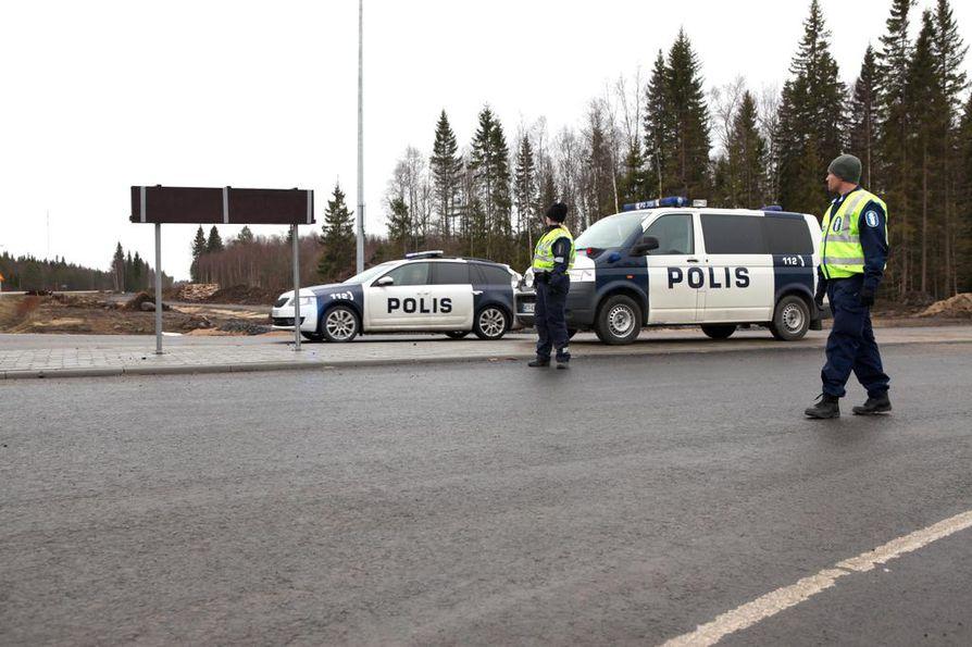 Hanhikiven ydinvoimalatyömaan mielenosoitukset työllistivät poliisia useiden päivien ajan huhtikuussa 2016.