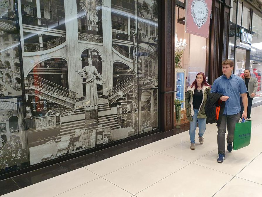 Mall of Berlinin paikalla sijainneen Wertheimin tavaratalon kadonnutta loistoa esitellään keskuksessa esillä olevissa suurissa valokuvissa.