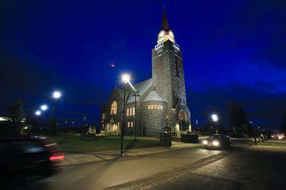 Joulu on vetänyt Raahen kirkkoon tuhansia kävijöitä