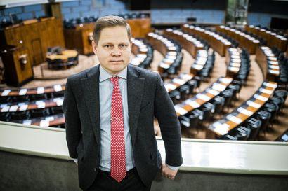 """""""Nyt täytyy haukkoa happea"""" –Keskustan Markus Lohi piti Kulmunin päätöstä erota valtiovarainministerin työstään pysäyttävänä"""