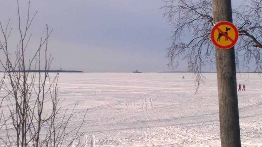 Lukija huomasi, että vartiolaiva Turvalla oli liikkeellä Virpiniemen edustalla.