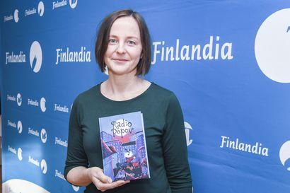 Radio Popov kertoo yksinäisten lasten omasta radiokanavasta – Kirjailija Anja Portinin mukaan jokainen lapsi tarvitsisi elämäänsä mahdollisuuden tulla kuulluksi
