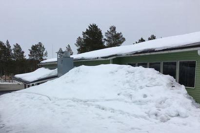 """Posion koulukeskuksen katolla edelleen raskas lumikuorma – Pelastuslaitoksen päivystäjä: """"Kiireen vilkkaa kiinteistön omistajan toimesta sinne katolle olisi nyt noustava lumet tiputtelemaan, riski vahingon tulosta kasvaa raskaan lumikuorman seurauksena"""""""