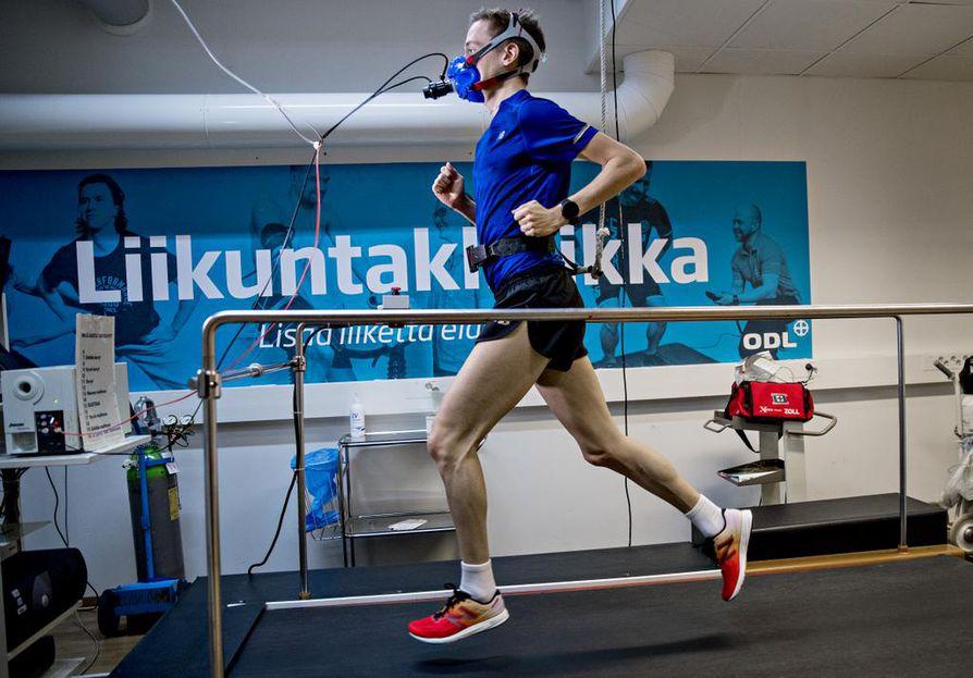 Mattotestissä lähdetään liikkeelle kevyestä perusjuoksuvauhdista ja vauhtia kiihdytetään asteittain. Testi selvittää maksimaalista hapenottokykyä ja aerobista ja anaerobista kynnystä.