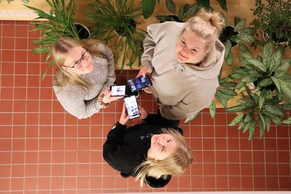 """""""Koko elämä on tässä laitteessa"""" – Janni, Emilia ja Tilda kertovat, mitä nuoret oikeasti tekevät puhelimella"""
