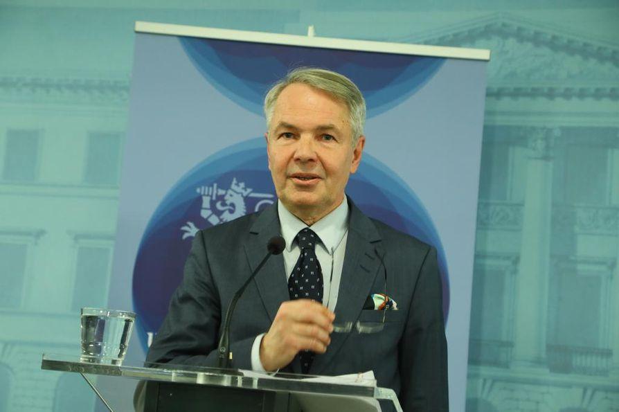Ulkoministeri Pekka Haavisto tiedotustilaisuudessa keskiviikkona valtioneuvoston linnassa.