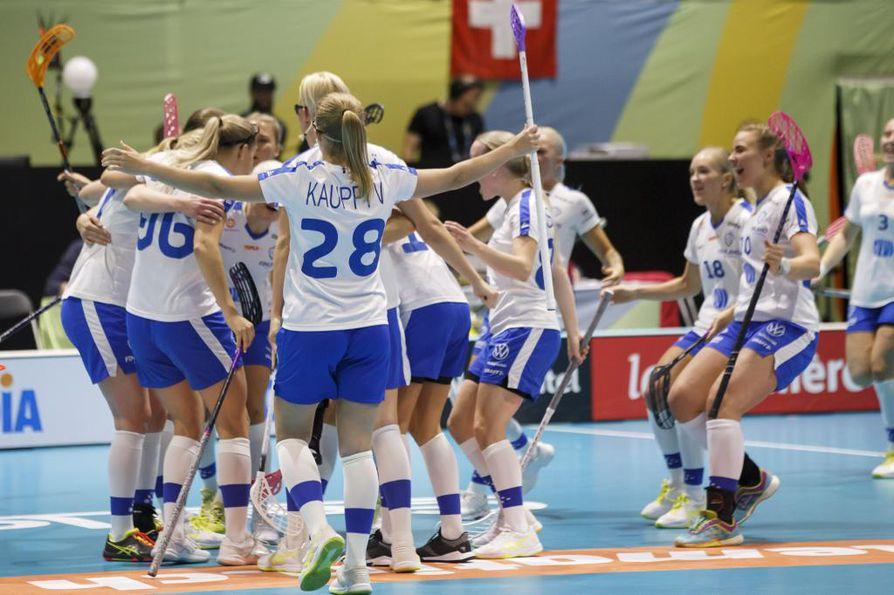 Suomi juhli pronssia salibandyn naisten MM-turnauksessa.