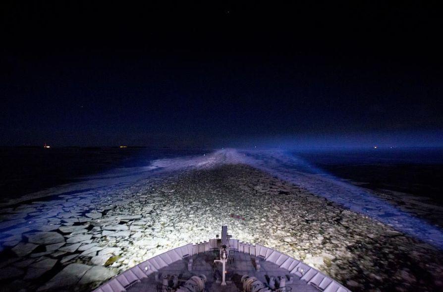 Tiistain vastainen yö on varsin tuulinen Perämerellä. Arkistokuva.