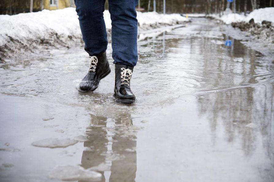 Maanantaina lämpötila on Oulun seudulla muutaman asteen verran plussan puolella.