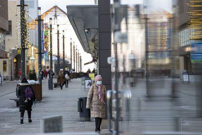 Oulun keskustassa syksyllä sattuneesta saksihyökkäyksestä tuomittiin vankeutta – uhrit pakenivat tuulikaappiin