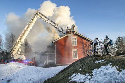 """Uuden pappilan rakennustöiden aloittamiselle ei vieläkään tarkkaa aikataulua – Kempeleen seurakunta ja vakuutusyhtiö jatkavat neuvotteluja tulipalon korvaussummasta: """"On ollut yllätys, että asia on edennyt näin hitaasti"""""""