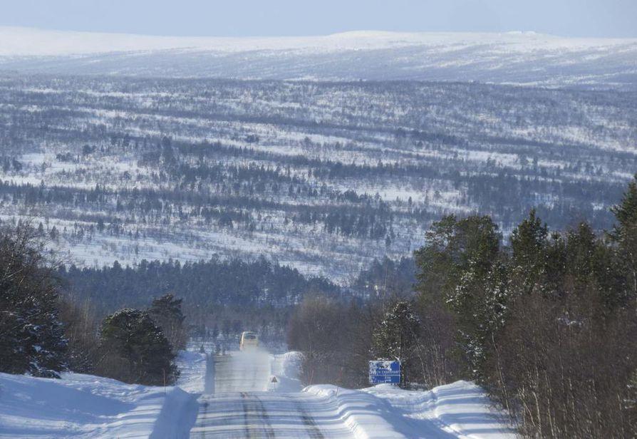 Liikennevirasto on lisännyt tienpidon varoja talveksi. Karigasniemen kautta Norjaan johtavaa tietä on myös parannettu.