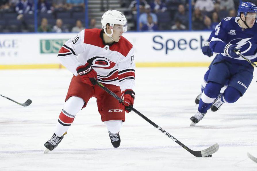 Janne Kuokkanen pelasi kuluneella kaudella seitsemän ottelua NHL:ssä Carolina Hurricanesin paidassa. Oulunsalolaislähtöisen hyökkääjän ensi kauden tavoitteena on vakiinnuttaa paikka NHL:ssä.
