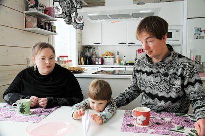 """Sevettijärveläinen Kiureli Harju on kielipesän ainoa lapsi: """"On tärkeää, että hän pystyy kehittämään koltansaamen kieltä ja säilyttämään juurensa"""""""