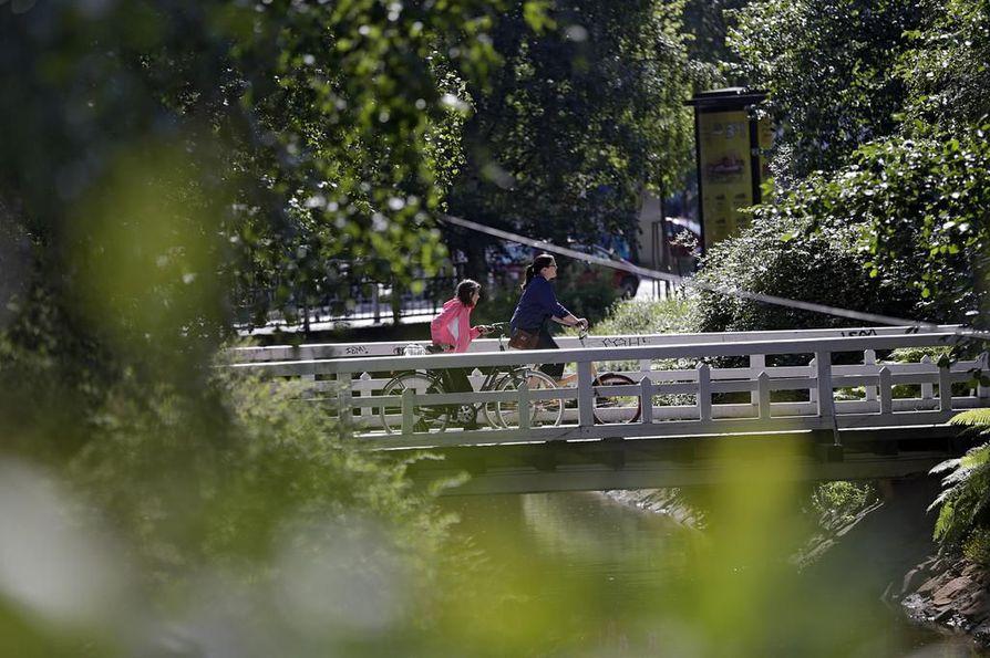 Uudella mobiilisovelluksella pääsee tutustumaan kaupunginojan varren puistovyöhykkeeseen.