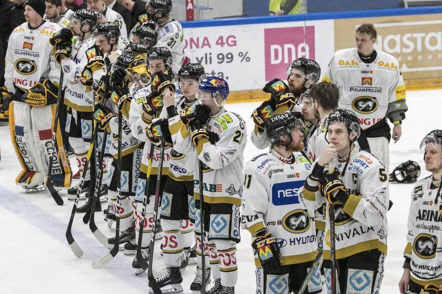 Kärppien kausi päättyi hopeaan HPK:n juhliessa voittoaan. Joukkueen ympärillä on yhä paljon kysymysmerkkejä.
