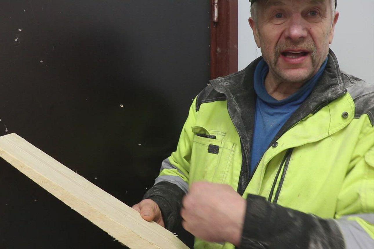Katso video: Oulaisten kirkon uudet kattopaanut tehdään vanhaan navettaan rakennetussa puuverstaassa