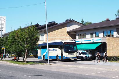 """""""Siinä olisi jatkoyhteydet sitten turvattu"""" – Kuusamon keskustan bussiliikenne mahdollisesti kasvamassa"""