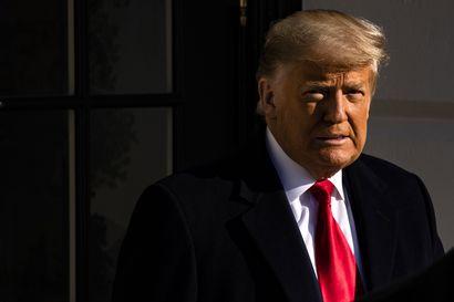 """Ainakin viisi republikaaniedustajaa tukee Donald Trumpin syyttämistä – """"Presidentti rikkoi virkavalansa ja yllytti kapinaan"""""""