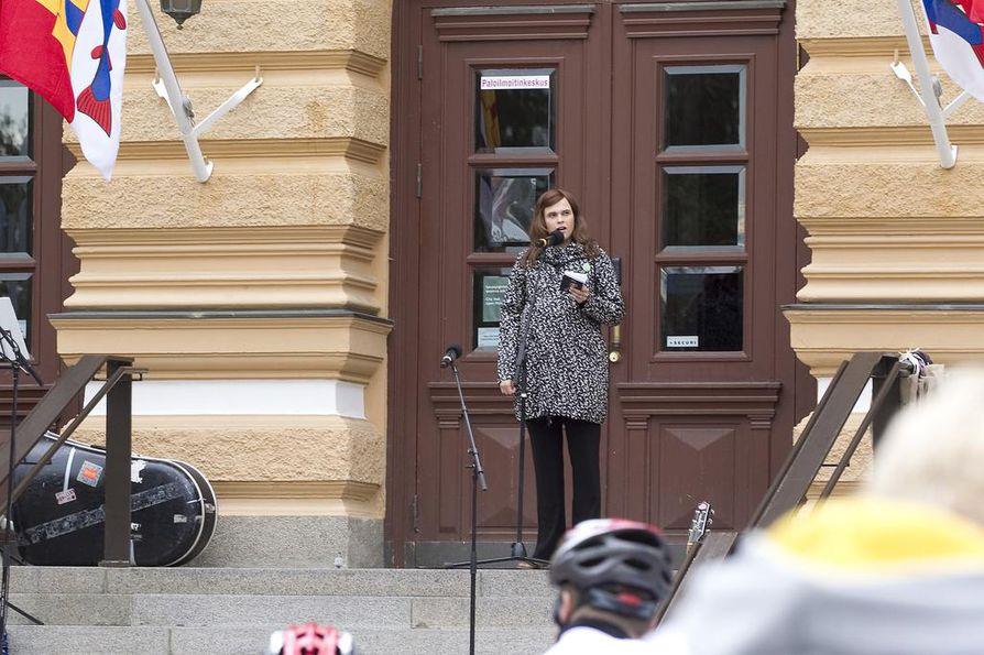 Valtuuston puheenjohtaja Mari-Leena Talvitien (kok.) mukaan Oulu-lisä säilyy. (Arkistokuva.)