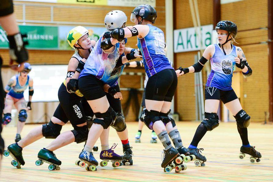 Oulu Roller Derbyn edustusjoukkue, Shitty City Rollers, voitti heinäkuussa Suomen mestaruuden kaatamalla loppuottelussa Helsinki Roller Derbyn lukemin 188–108.