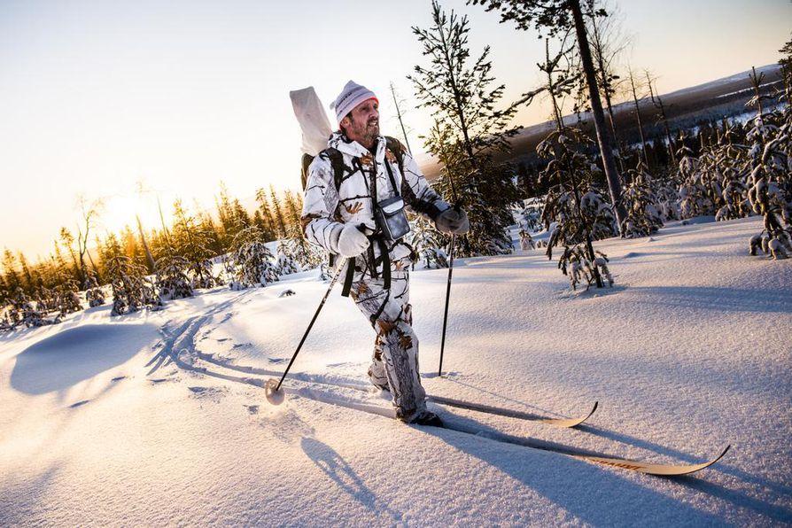 Esko Pulju on metsomiehen maineessa. Hän sai myös huurremetson ensimmäisten joukossa tammijahdin  aloituspäivänä maanantaina.