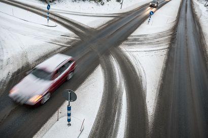 Tieliikenteessä menehtyi viime vuonna 221 ihmistä, mikä on noin viisi prosenttia edellisvuotta enemmän.
