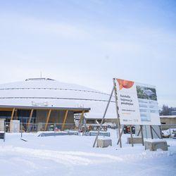 """Noin 40 työntekijää altistui koronavirukselle Ouluhallin rakennustyömaalla koronaohjeiden noudattamisesta huolimatta – kaikkiaan 12 työntekijää sairastunut: """"Herkästi tarttuvaa näyttäisi olevan"""""""
