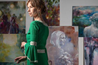 Mari Mulari tunnelmoi kesäöitä maalauksissaan ja lauluissaan