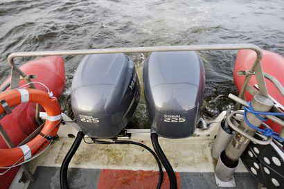 Moottoriveneeseen alkoi vuotaa vettä sisään Kalajoella – pelastuslaitoksen veneyksikkö kiirehti hätiin