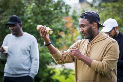 Ahmed mietti kaksi vuotta, missä voisi pelata lentopalloa Rovaniemellä – Maahanmuuttajat haluavat löytää harrastusten pariin