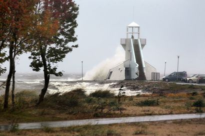 Kova syysmyrsky rantautuu Suomeen keskiviikkona, Pohjois-Pohjanmaa välttynee kovimmilta tuulilta – Perämeren pohjoisosiin varoitus matalasta merivedestä