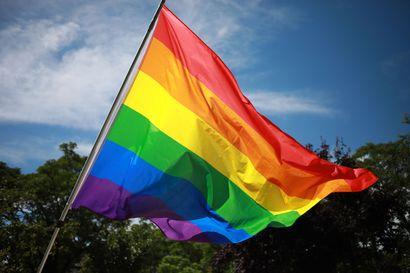 Unkarissa tulee tänään voimaan kiistelty laki, jonka syytetään syrjivän seksuaali- ja sukupuolivähemmistöjä – aktivistin mukaan suunta ollut nähtävissä jo vuosia