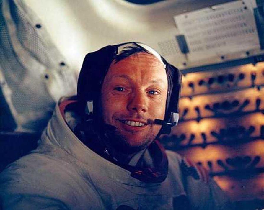 Neil Armstrong myhäili kuukävelyn jälkeen kuumoduulissa.