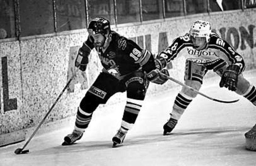 Veikko Torkkeli oli Kärppien mestarijoukueen kapteeni. Torkkeli oli parhaina vuosinaan todellinen palloilulajien moniosaaja. Hän pelasi pääsarjaa jääkiekon lisäksi myös jääpallossa ja jalkapallossa.
