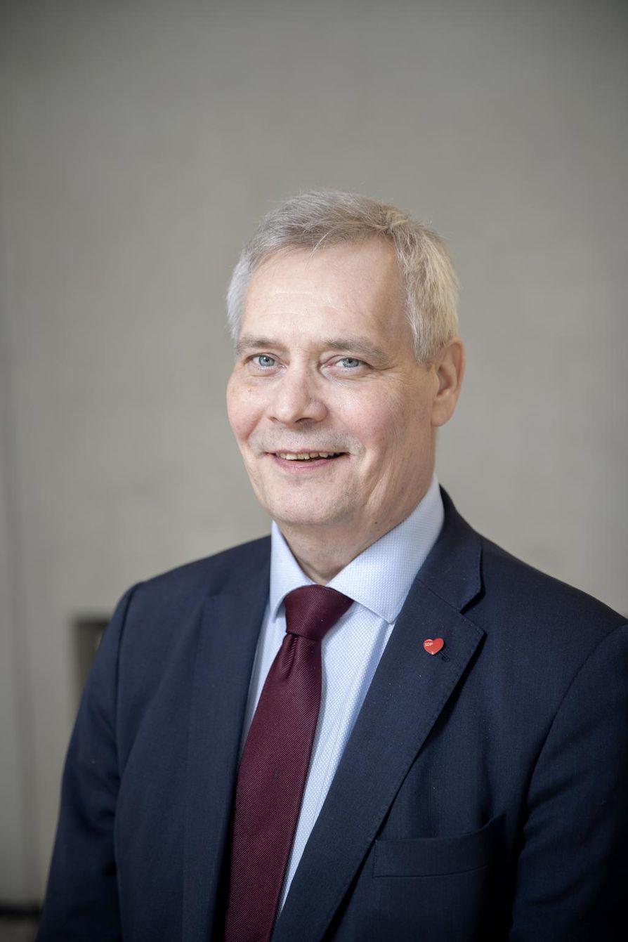 Antti Rinne ei kieltäisi biopolttoaineilla kulkevien uusien polttomoottoriautojen myyntiä.