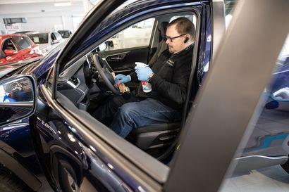 Autokauppaa tehdään desinfioimalla, kotikoeajoilla ja nettimyynnillä