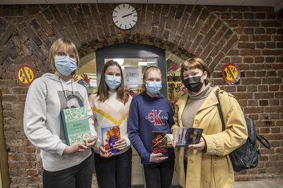 """Nuoret lukevat kauhua ja jännitystä mutta kaipaisivat tyttökirjoihin modernimpaa otetta – Elsa Haapalainen Myllytullin koulusta: """"Tyttökirjojen ennalta-arvattavat onnelliset loput tylsistyttävät"""""""