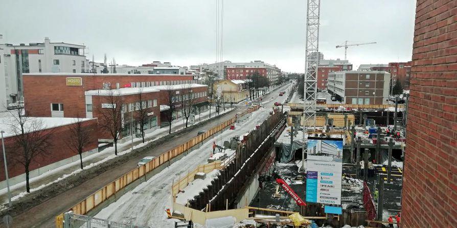 Jouni Kokkoniemen arkimaisemaan kuuluvat tie- ja rakennustyömaat, kuten tämä viime talvena kuvattu Technopoliksen toimistotalon työmaa Sepänkadulla.